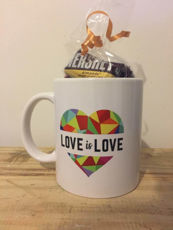 Taza Love is Love