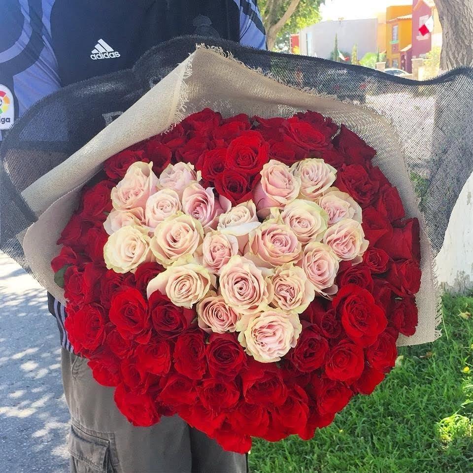 Bouquet 100 Rosas con Corazon