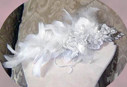 HAIR ADORNMENT WITH FEATHERS