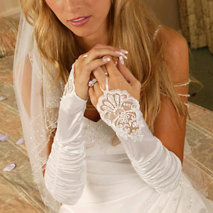 LACE  FINGERLESS  GLOVES  BY WEDDING FACTORY DIRECT