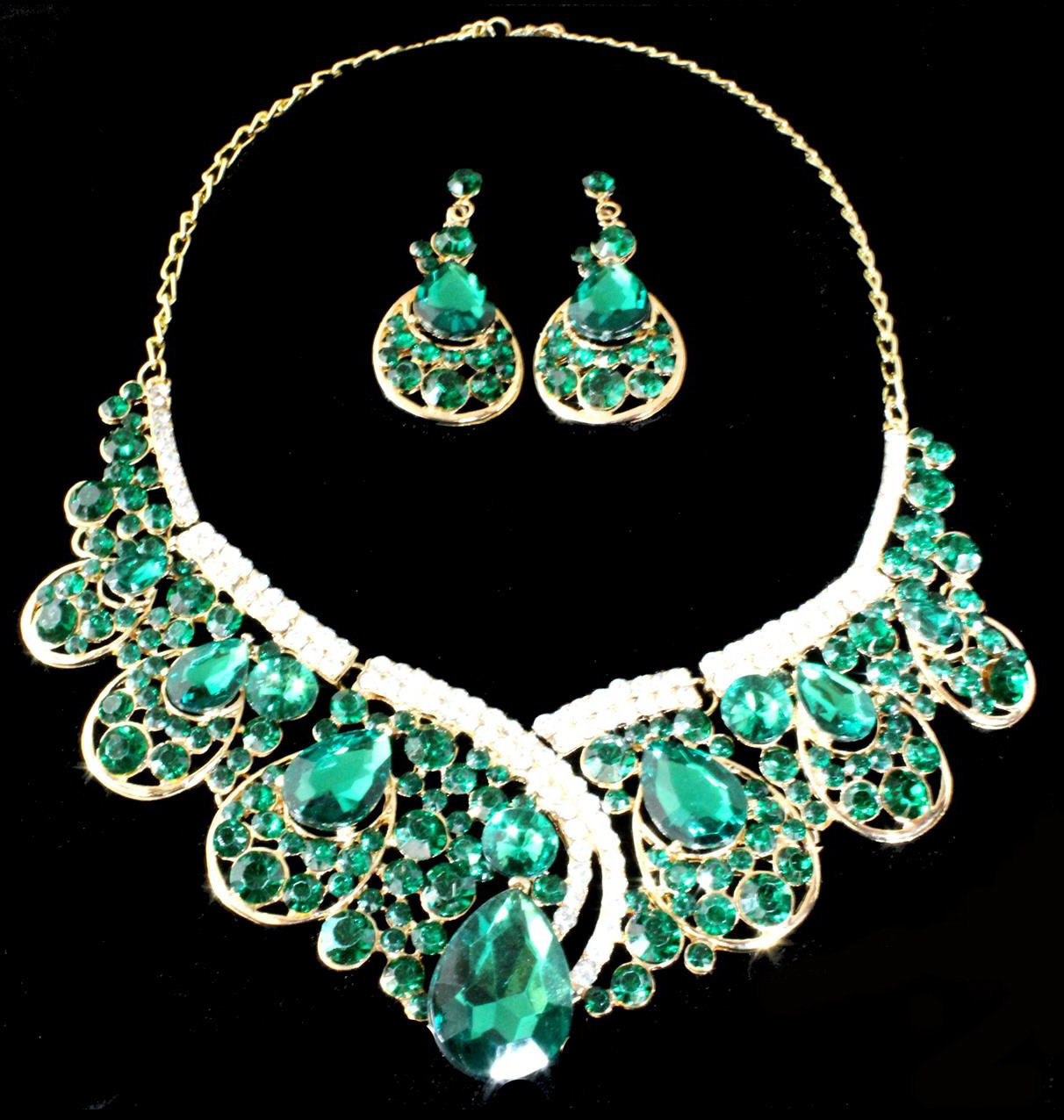 Exquisite Green Necklace Set