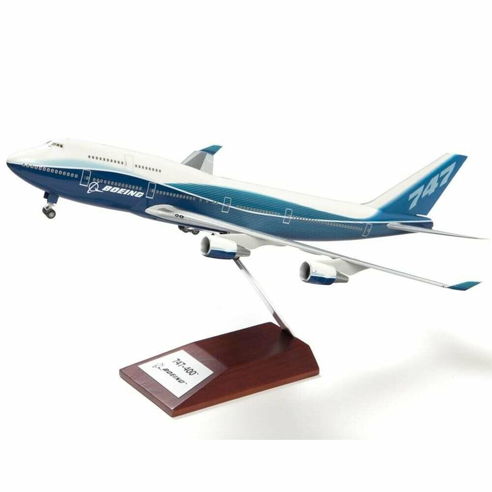 Boeing B747-400 Plastic 1:200 Model