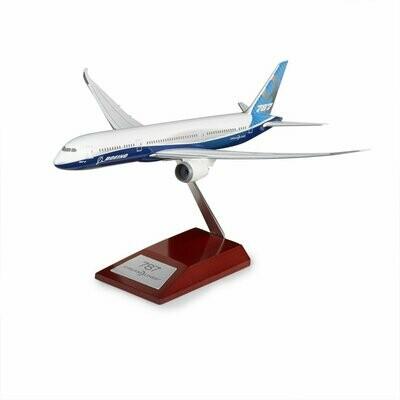 Boeing B787-9 Dreamliner Plastic 1:200 Model