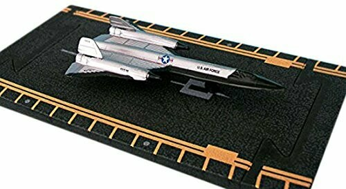 Hot Wings Sr-71 Silver with Connectible Runway Die Cast Plane