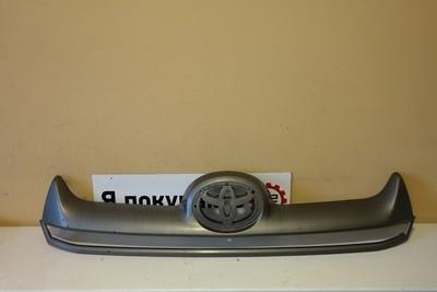 Накладка решетки радиатора Toyota Hilux