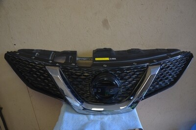 Решетка радиатора Nissan Qashqai J11