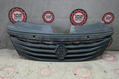 Решетка радиатора Renault Logan