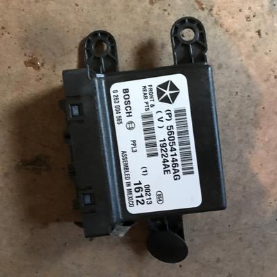 Модуль управления датчиками парковки Jeep Grand Cherokee WK2 (2011--)
