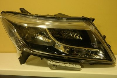 Фара правая Nissan Pathfinder (R52)