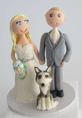 Standing Bride & Groom with 1 pet on round base board