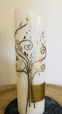 Kerze weiß, getaucht, oval, oben abgeschrägt, Lebensbaum gold/silber mit Perlen und Swarovskikristallen, Wachsplatte gold - gravierfähig