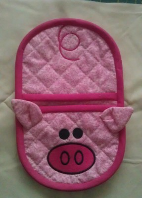 Piggy oven mitt machine embroidery in the hoop design
