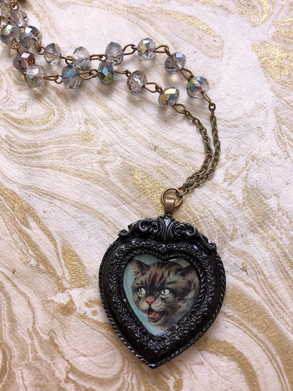 frame necklace (scaredy cat)