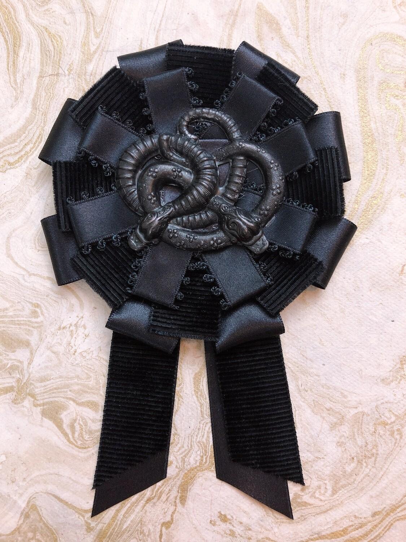serpentine rosette
