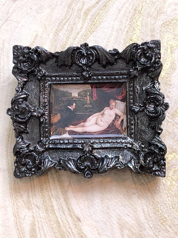 frame brooch (venus)