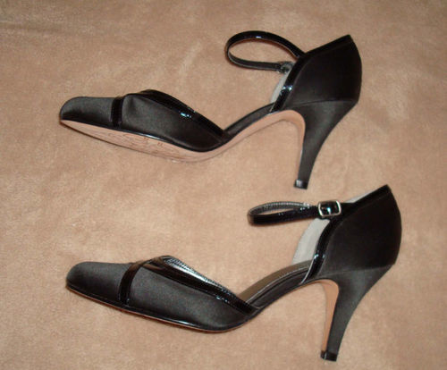 Kenneth Cole Women's Black Heels Shoes (Size 9 Medium) *Reduced*