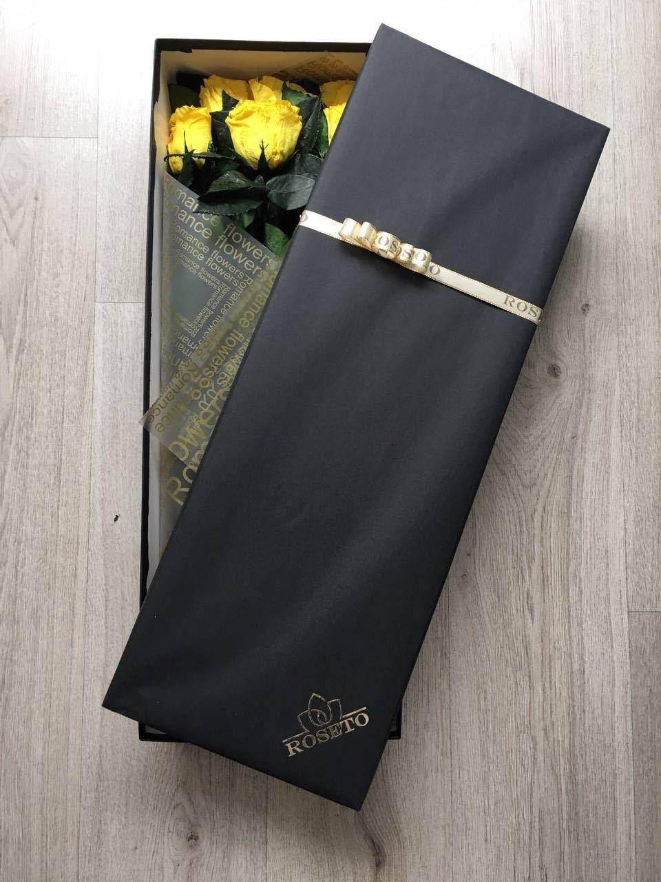 Rectangular box 12 rosas eternizadas con tallo