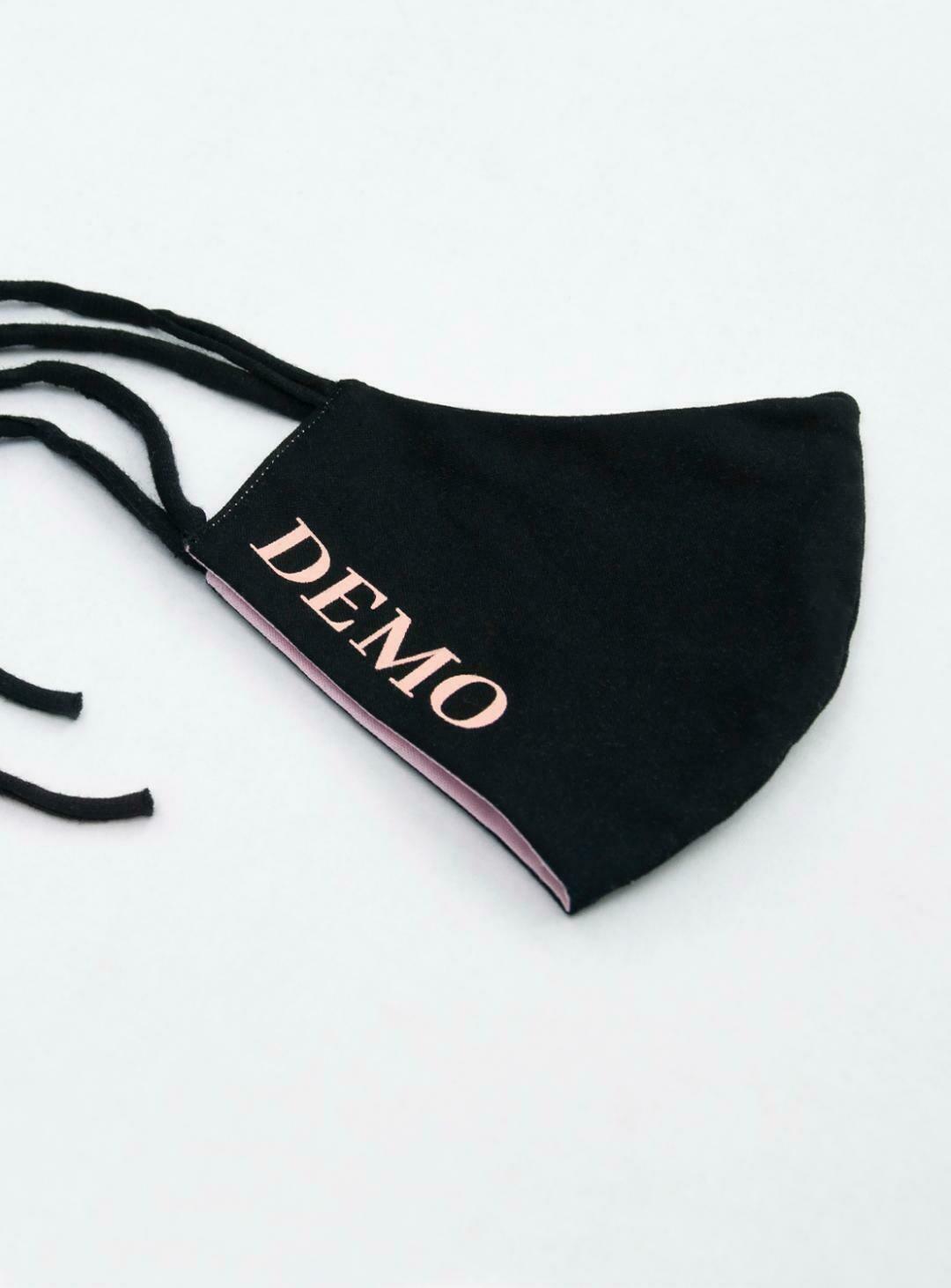 DEMO Mundschutz // schwarz // rosa Schrift // beidseitig bedruckt