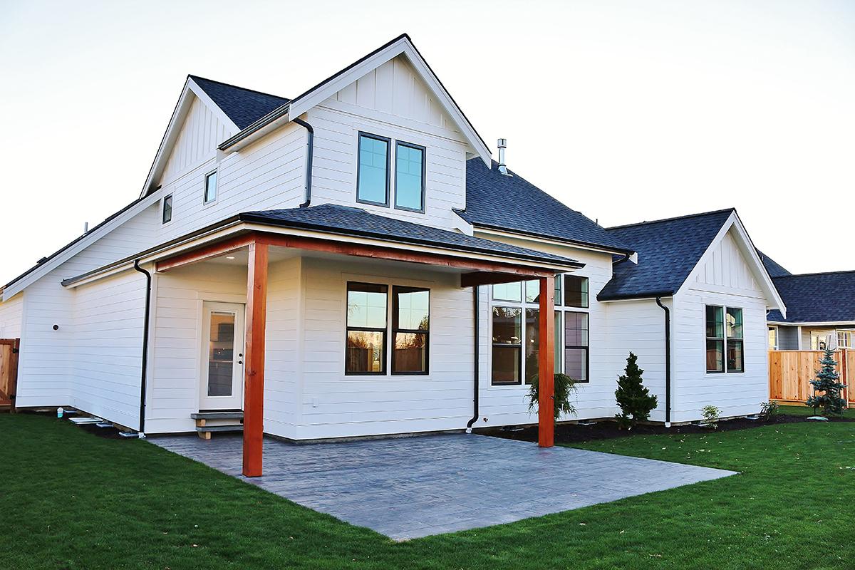 Contemporary Farmhouse 801