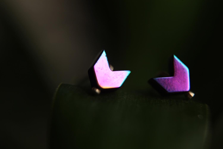 Серебряные серьги - гвоздики с гематитом