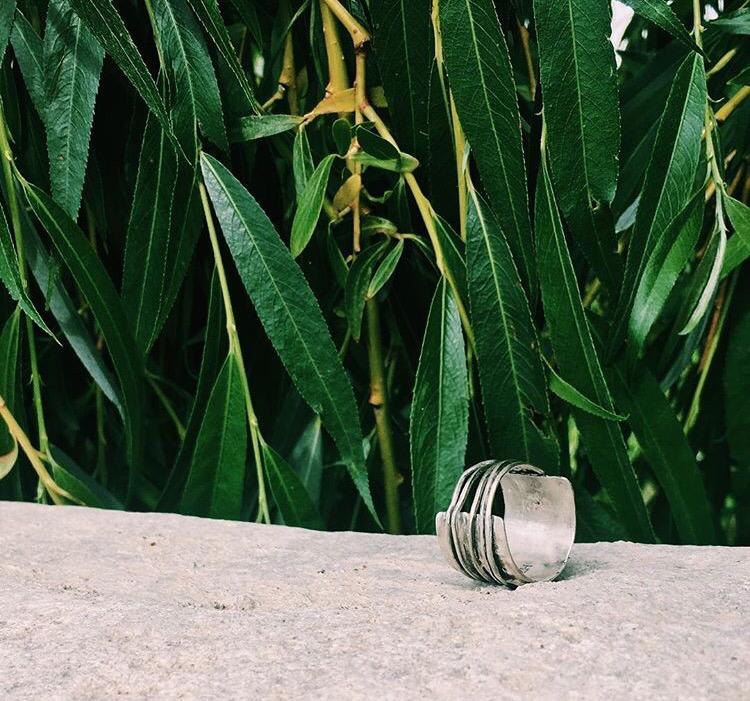 Широкое серебряное кольцо