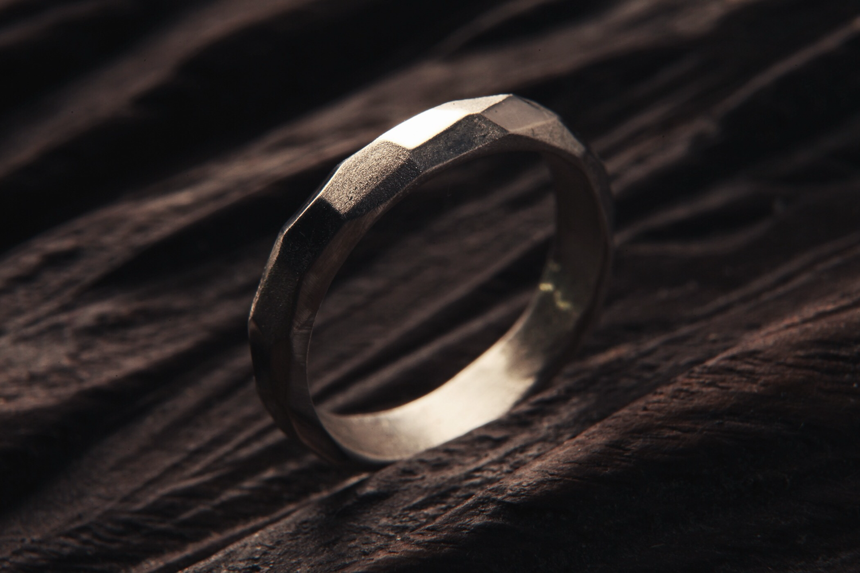 Серебряное кольцо с гранями