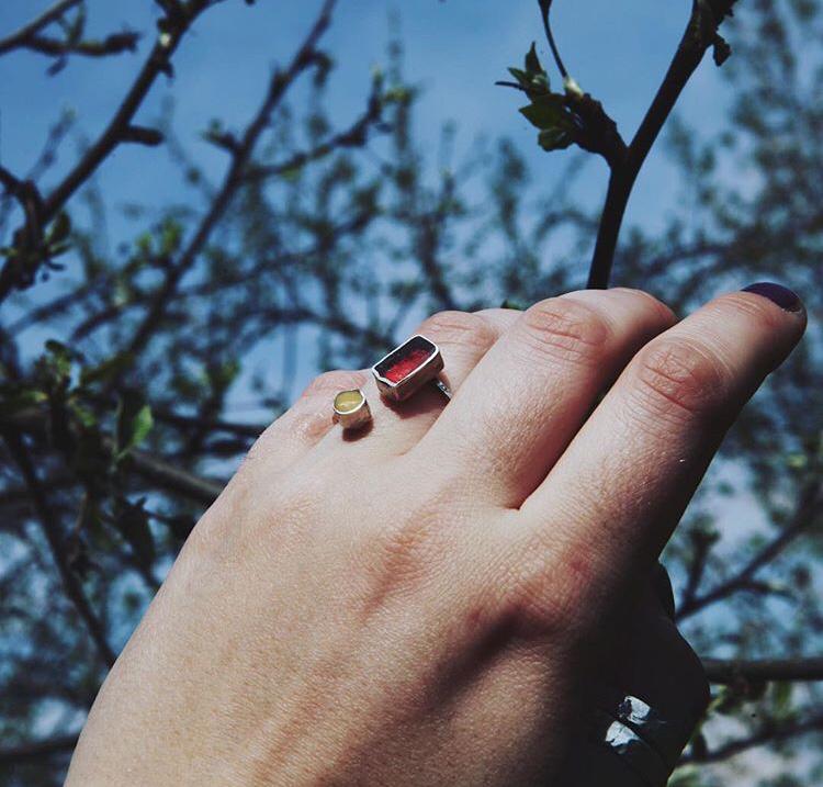 Кольцо разъемное с эпоксидный смолой двух цветов
