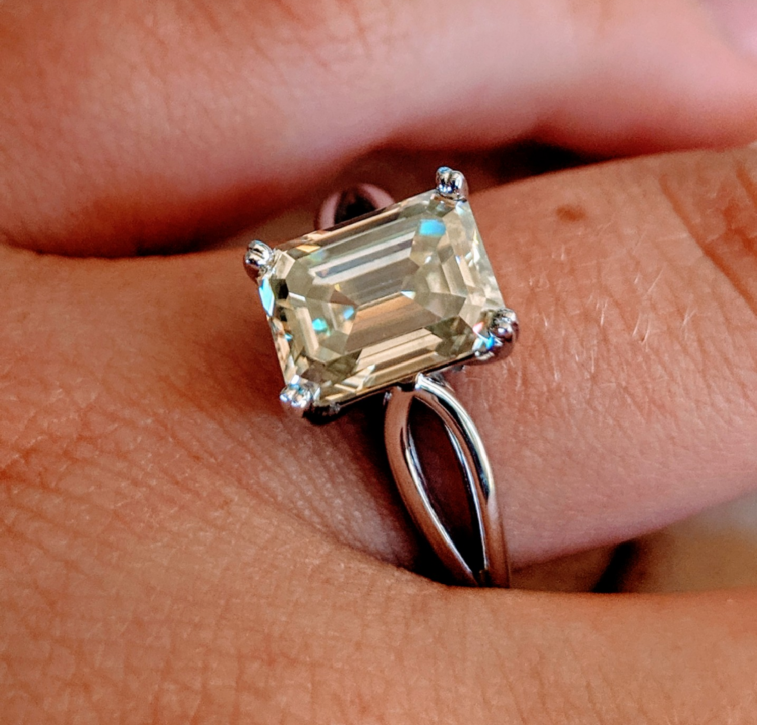 2.5 ct (9x7 mm) Emerald Cut Moissanite in White Gold