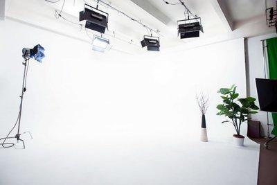 Студия с белой циклорамой (без света)