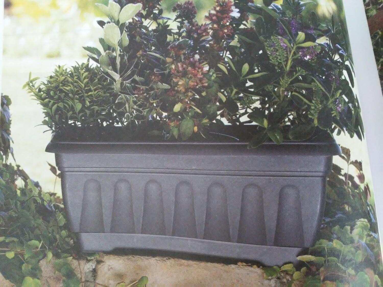 Balconetta fioriera rigata con sottovaso 60x20 cm in plastica