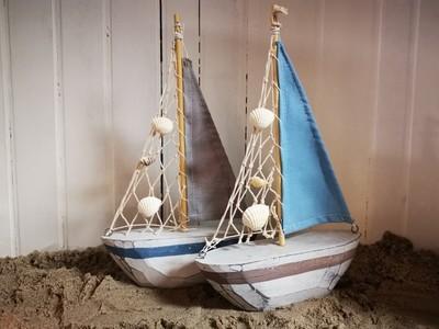 Houten zeilboot