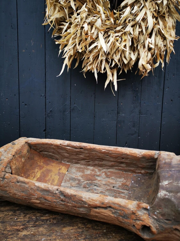 Oude houten trog