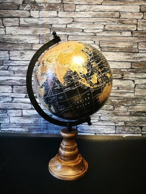 Wereldbol op voet