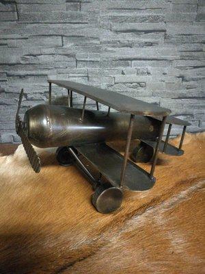 Metalen vliegtuig L
