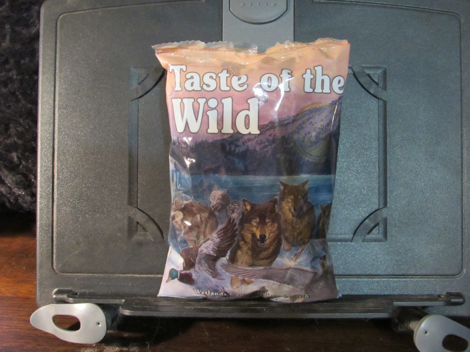 Taste of the Wild Wetlands Roasted Fowl Dog 6 oz (3/19) (A.P1)