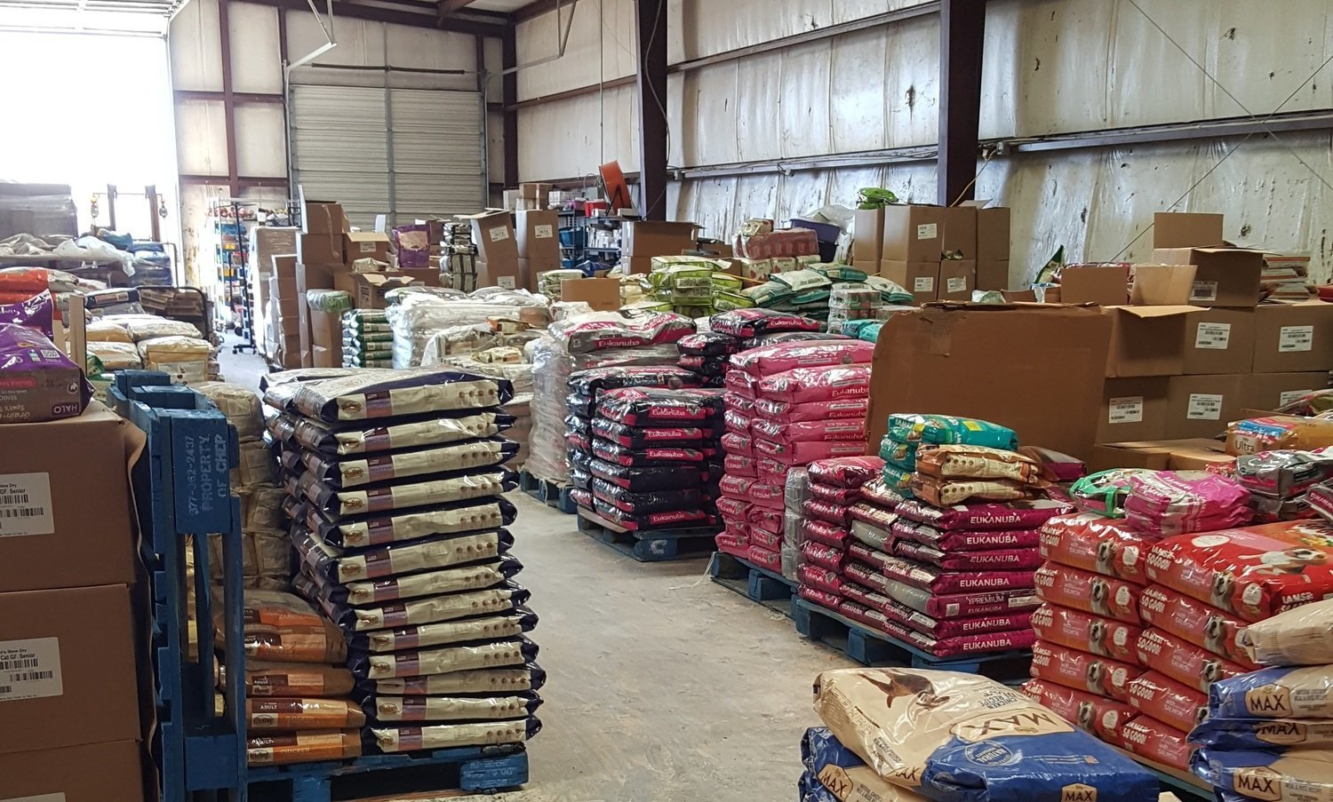 2000 POUNDS Dry Dog Food Includes Variety of Premium Name Brands