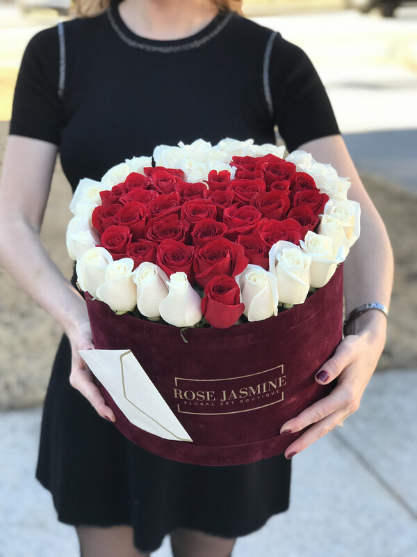 Love is in the air (Up To 4 Dozen Roses)