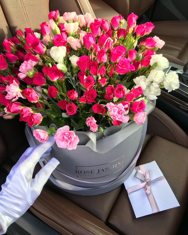 Garden Roses in a Grande Grey Box (Cutest Arrangement Ever)