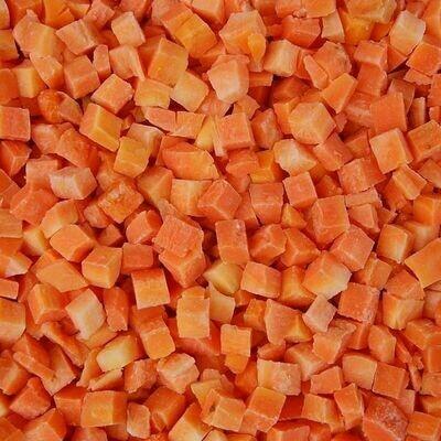 Морковь. Нарезка кубик 10х10х10мм.