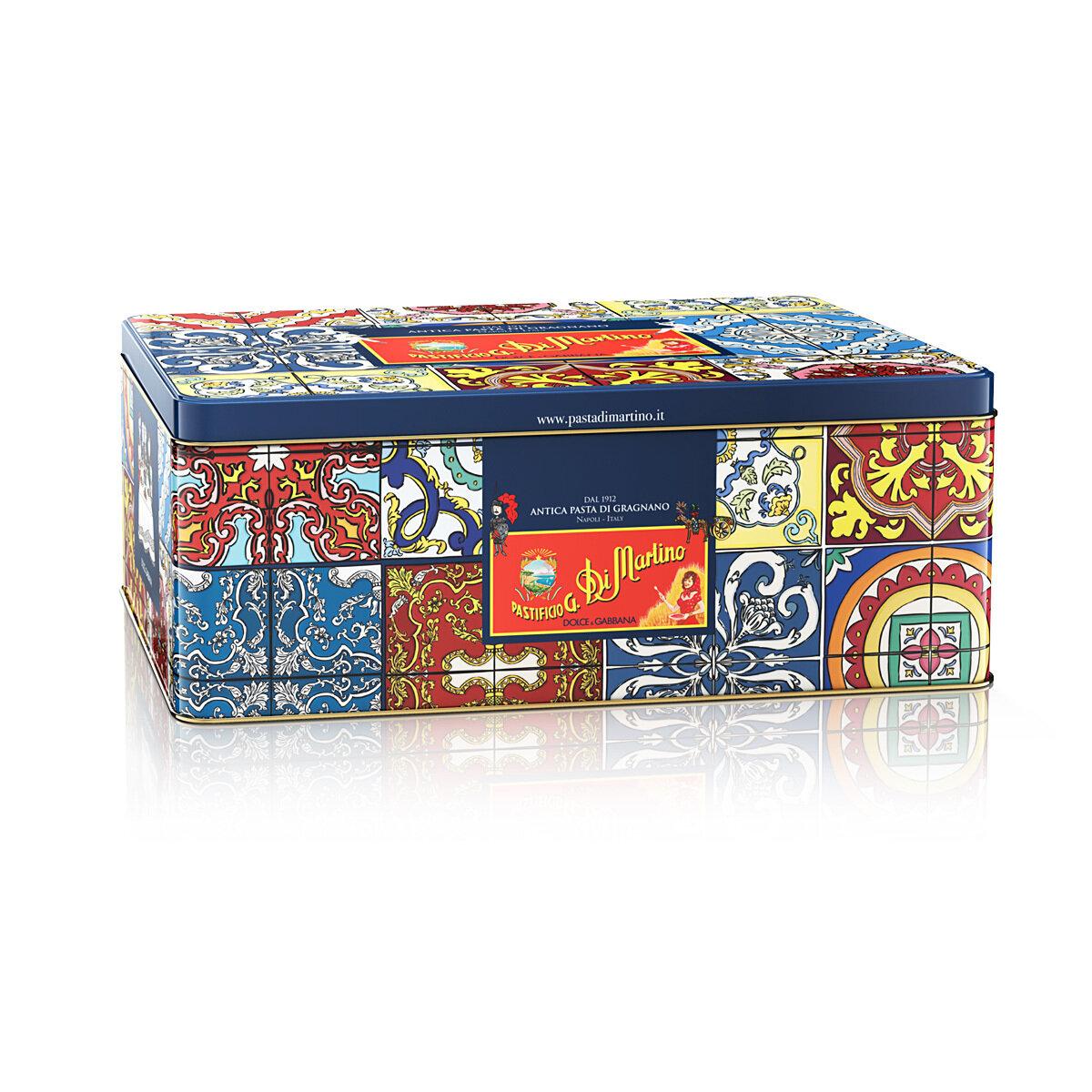 DOLCE & GABBANA AND DI MARTINO Erikoislahjapakkaus 5*500 G (+Esiliina) | Gift Box 5*500 G (+Apron) | METAL TIN