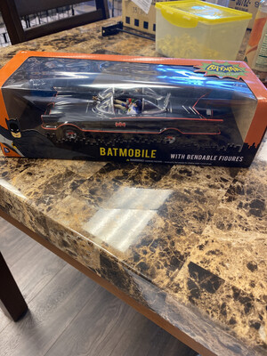 1/24 Scale Batman Classic Tv Series Batmobile With Bendable Figures