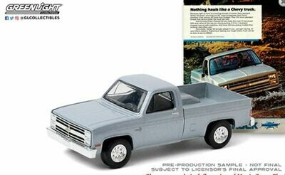 "Greenlight 1:64 Vintage Ad Cars Series 3 - 1985 Chevrolet Truck ""Nothing hauls like a Chevy truck"" (Silver)"