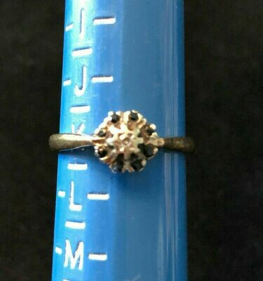 Vintage 9ct gold ring hallmarked 1968 London - lovely and delicate looking ring