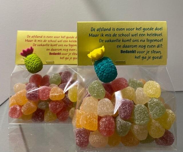 Labelzakje met snoepjes en gom