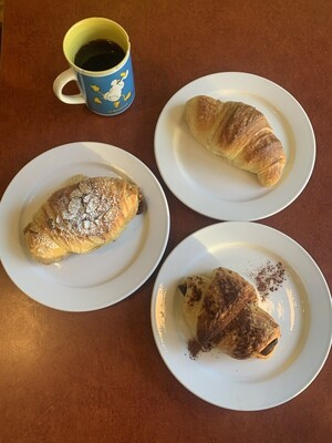 Croissants: 8 of your choice