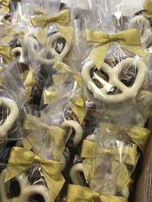 2 Piece 3 Ring Pretzel Favor bagged with Gold Bow.  One White One Milk Chocolate.