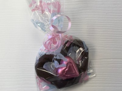 Single Milk or Dark Chocolate Pretzel w/Milk Chocolate foiled wrapped Heart. Baby foot bags.