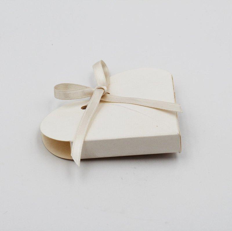 Scatolo cuore seta bianco confezioni da pz. 10