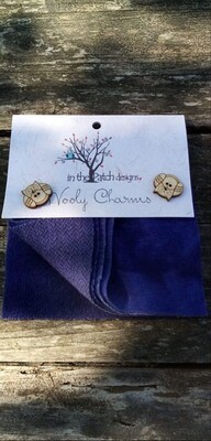 WOOLY CHARMS DONKERBLAUW