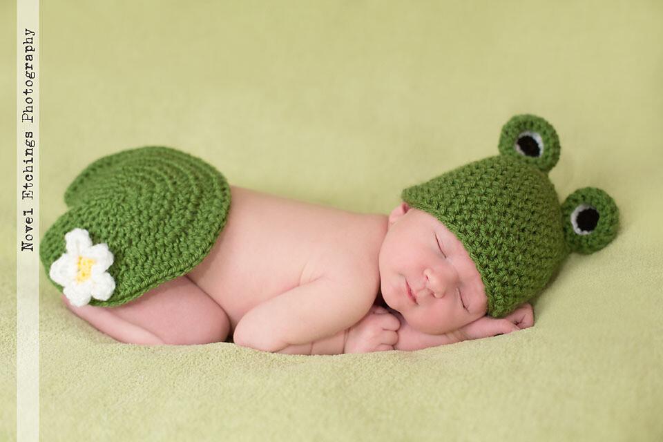 Crochet Frog Baby Booties [FREE Crochet Pattern] | 640x960